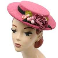 Rosa kleiner Wollhut im Vintage Stil