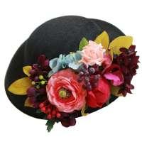 Schwarzer Hut mit bunten Ansteckblumen in Petrol, Rosa, Lila zum Wechseln