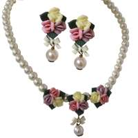 Triple flowers with pearl - earstuds & collier