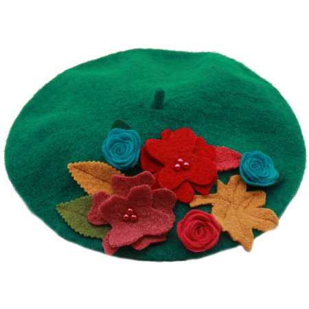 beret made of wool in green with flowers