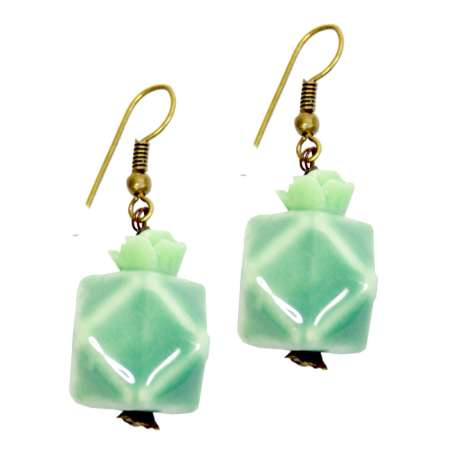 Mint green cube 'dodecahedron' - vintage earrings