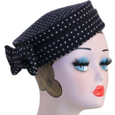 Pillbox hat in blue with white polka dots - round hat without brim in 50th style