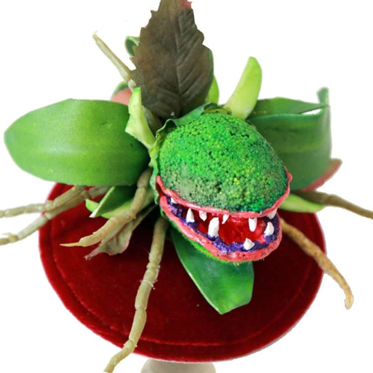 Feed me, Seymor - fascinator with carnivorous plant
