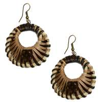 Earrings with braided rattan in brown tones